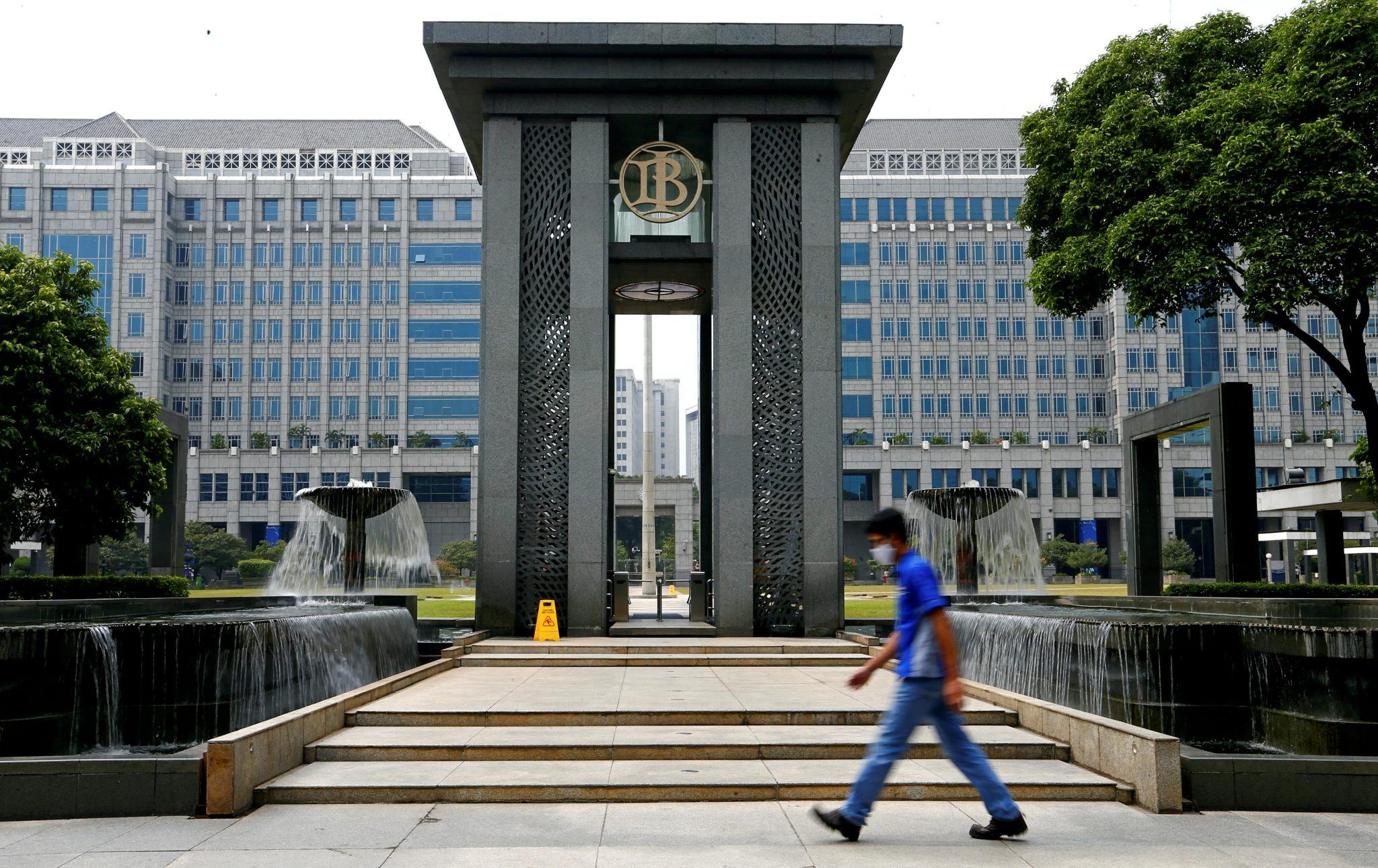 Bank dan Lembaga Keuangan Bukan Bank